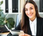 Mejorar la sonrisa con expertos de La Clínica Dental ayudará en la presentación para conseguir un trabajo