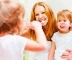 Cómo enseñar a los niños a cuidar sus dientes según expertos de La Clínica Dental