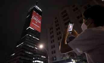 KFC anuncia el regreso de CHIZZA con Lolita Ayala, y con una proyección en la Torre Latino